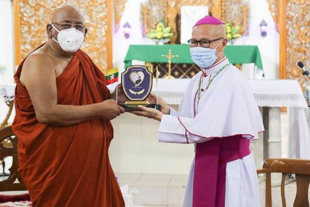 buddhist monk.png_1