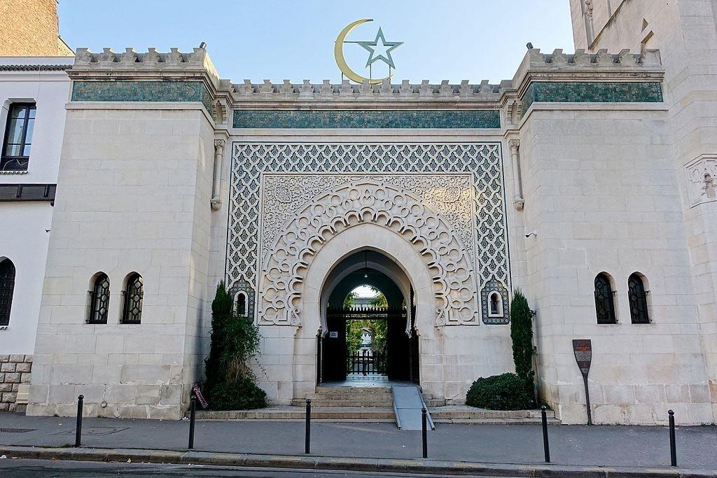 France closes 30 mosques