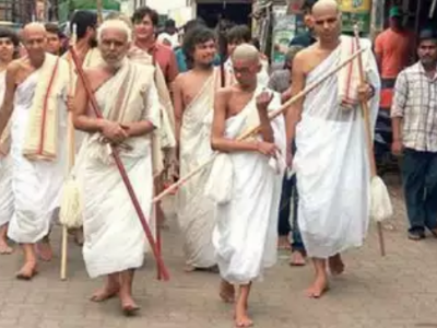 Three generation of family from Jain community become monks