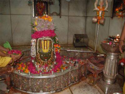 1.5 km queue at Mahakaleshwar temple in Indore