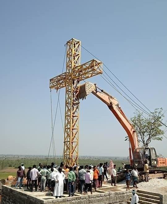 Building of a huge Christ