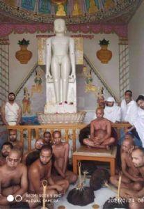 Jain Acharya Vishudh Sagarji Maharaj reaches Kundalpur with 65 Sadhus