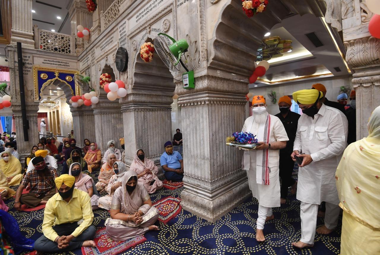 PM Modi visits Gurdwara S