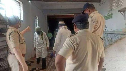 Muslim cleric arranges mass prayer amid Corona Curfew