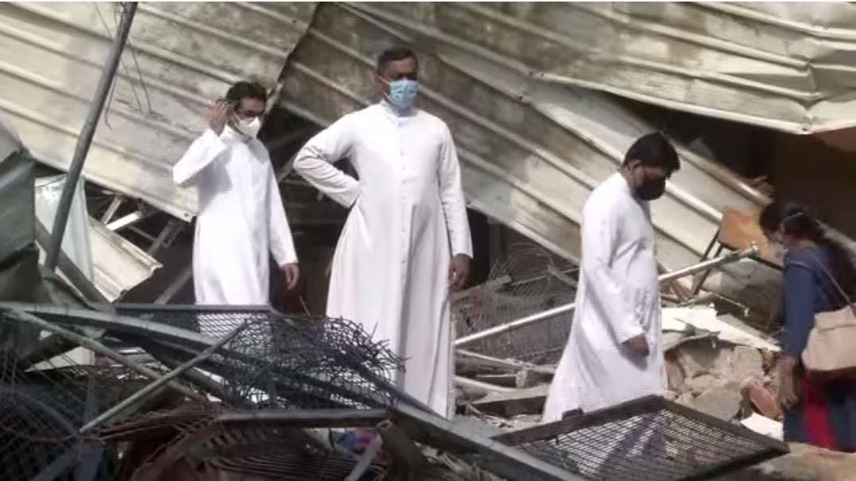 Civic authorities demolis