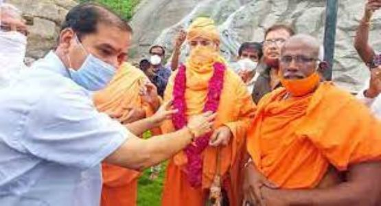 Shravanabelagola Jain Mutt's Swamiji visits Aggalaiah Gutta in Hanamkonda