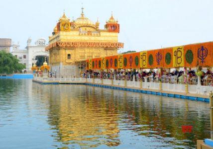 Sikh devotees pay respect on 417th anniversary of installation of Guru Granth Sahib