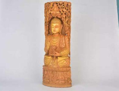 PM Modi gifts Sandalwood Buddha Statue to Japan PM