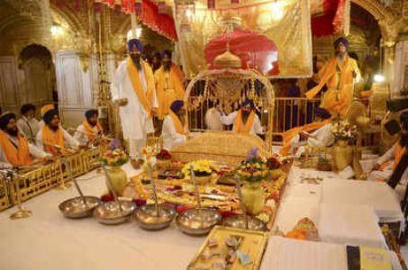 Pak gurdwara committee marks Guru Granth Sahib's first installation